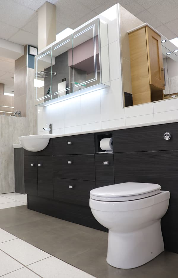Bathroom with built-in cupboard, mirror and wc