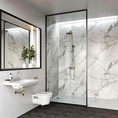 Bathroom with multipanel wall panelling